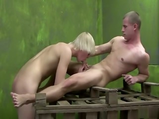Blondie Fucker bareback gay