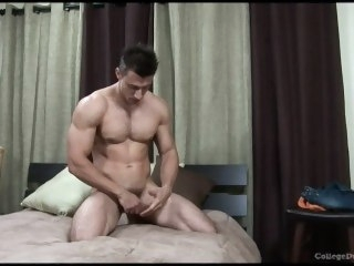 Tyler Dorn solo male muscle