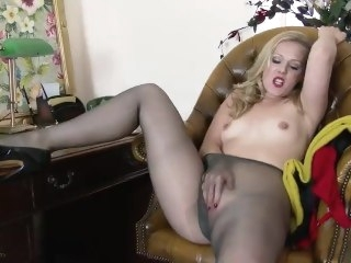 Aston Wilde - Do the Deal!! masturbation blonde