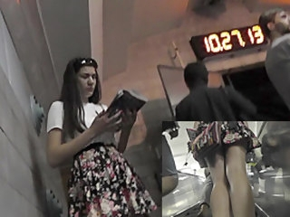 Upskirt in public with razor-sharp brunette hottie upskirt street candid
