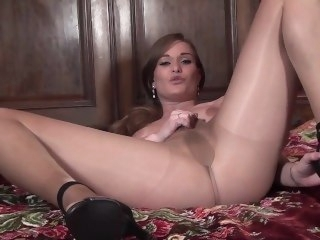 Pantyhosed4u Honour May fetish brunette