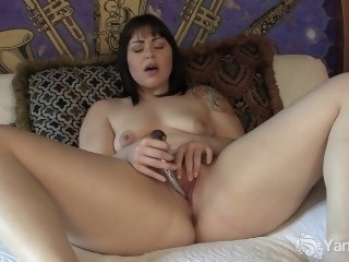 Sweet Sarah Toying Her Pussy brunette amateur