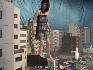 Giantess X brunette amateur