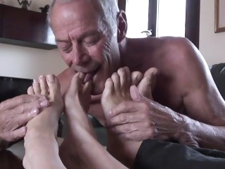suck male feet bisexual male mature